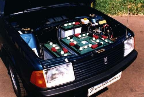 """Первые образцы электромобилей на базе серийных автомобилей  """"Москвич-2141 """" и  """"Москвич-2335 """" были продемонстрированы на..."""